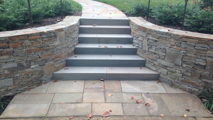 Colonial New York Wall Stone with Tread Blocks
